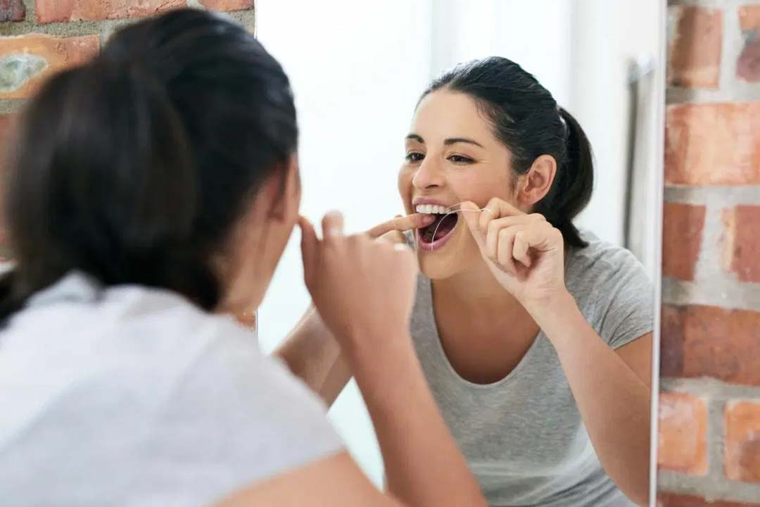 floss to prevent plaque on teeth